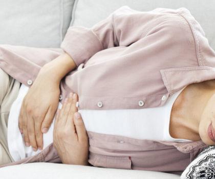 Боль в животе: что это может быть за признак?