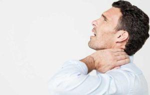 Причины появления комка в горле и отрыжки воздухом