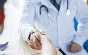 Наркологическая помощь при необходимости мотивировать алкоголика на лечение зависимости