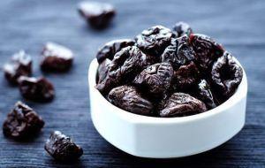 Рецепты с черносливом для лечения запоров