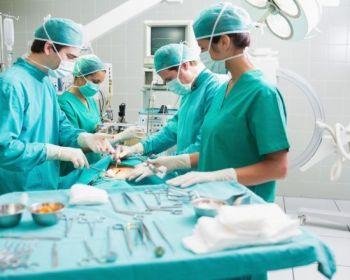 Проведение операции при пупочной грыже