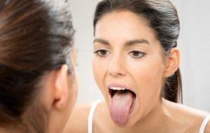 Что провоцирует налет на языке и чувство горечи во рту