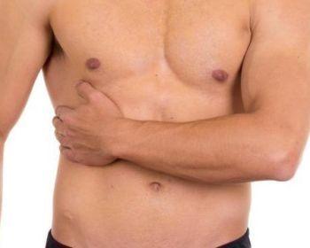 Причины появления боли справа под ребрами