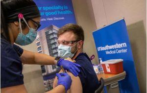 Реальные данные из UT Southwestern показывают преимущества ранней вакцинации для медицинских работников