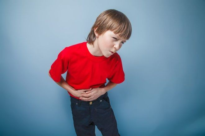 Боль в животе может быть признаком дисбактериоза
