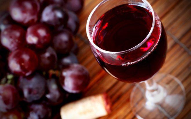 Красное вино может способствовать появлению изжоги
