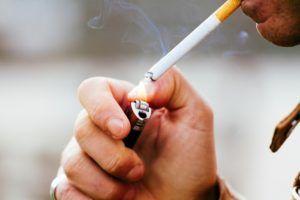 Курение может быть одной из причин по которой возникает тошнота по утрам