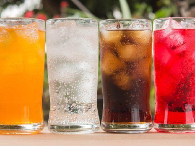Напитки с газом могут быть причиной кома в горле