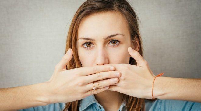 Отрыжка может являться признаком язвы кишечника