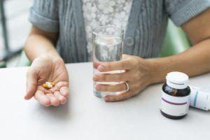 Прием различных видов препаратов может вызвать чувство тошноты как побочный эффект