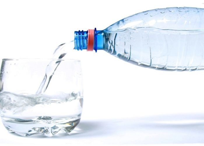 Давать воду без газов каждые 30 минут