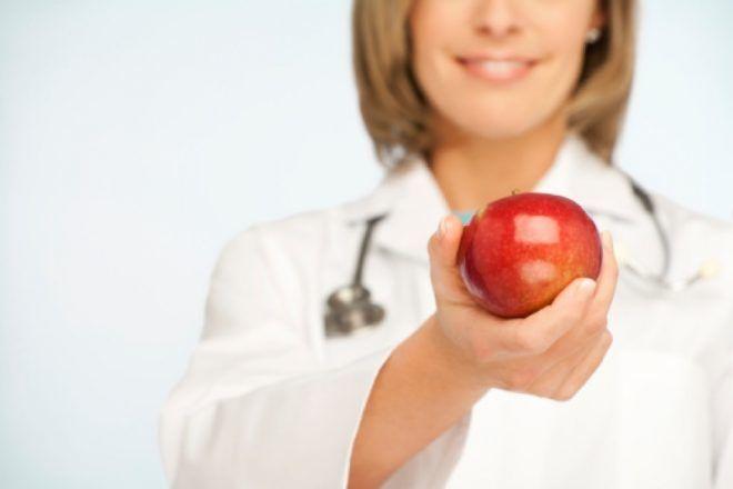 Диетолог может вам прописать особую диету при болях в животе