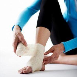 Гепариновая мазь применяется при любой степени растяжения или вывиха суставов