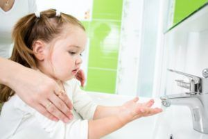 Мыть руки для предотвращения заражения