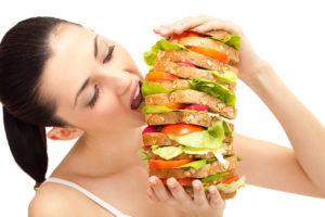 Переедание вызывает горечь во рту у беременных
