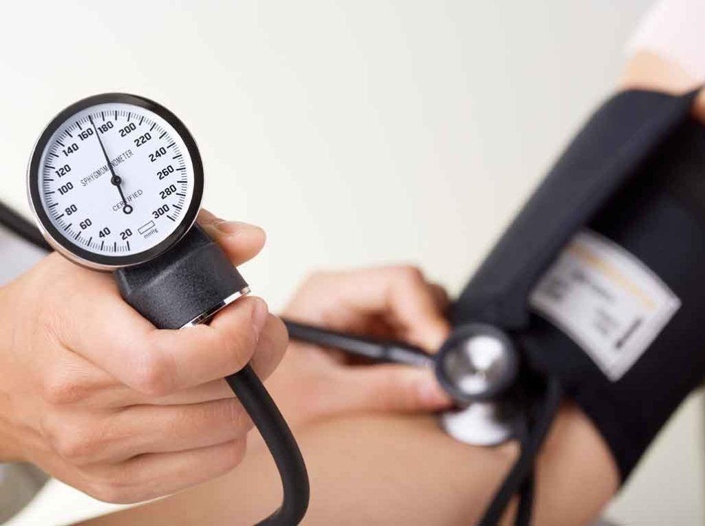 Повышение давления является одним из признаком почечной недостаточности