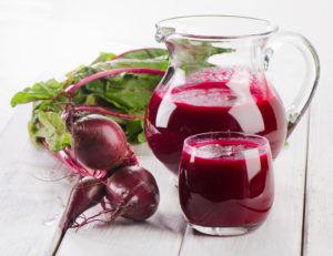 Сок свеклы хорошо влияет на пищеварительный тракт