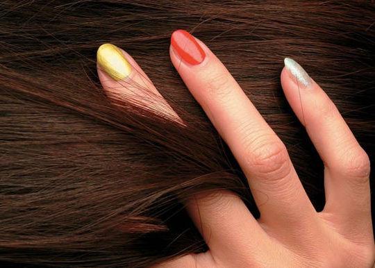 Улучшается структура волос и ногтей