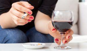 В день сдачи анализов стоит отказаться от алкоголя и курения