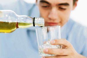 Частое употребление алкогольных напитков