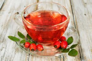 При остром панкреатите разрешается пить напиток из шиповника