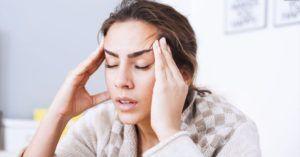 Одним из признаков наличия паразитов в организме являются постоянные приступы головной боли