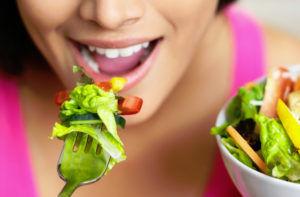 Больные должны тщательно пережевывать пищу
