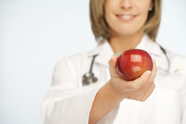 Что бы избежать осложнений, правильное питание назначит вам врач