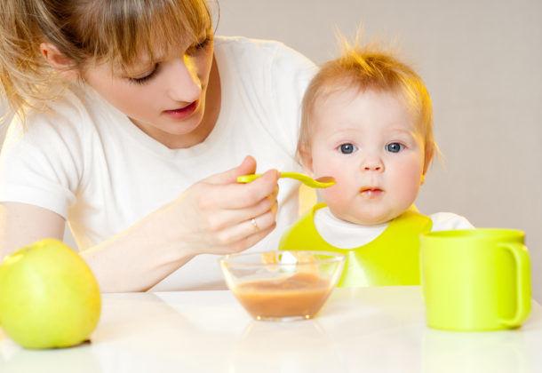 Необходимо следить за правильным питанием малыша