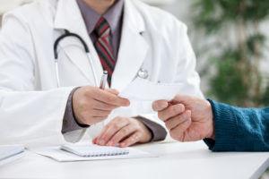 Перед лечением анальных трещин, врач должен выписать определенную дозировку к применению препарата