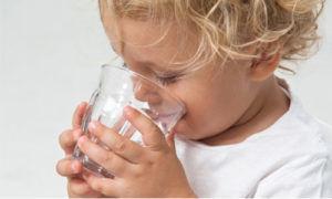 Пить кипяченую или очищенную воду