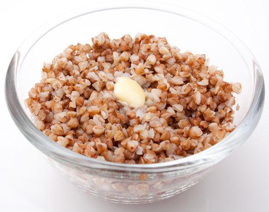 В период ремиссии допускается употреблять рассыпчатые гречку с добавлением масла