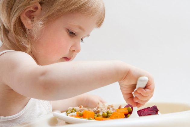 Чтобы не допускать появления у ребёнка диспепсии необходимо соблюдать правильный режим питания