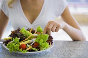 Для лечения желчекаменной болезни стоит соблюдать диету