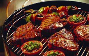Для профилактики изжоги стоит исключить из своего рациона жирное и жаренное