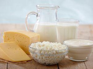 Для улучшения кишечной перистальтики следует употреблять кисломолочные изделия