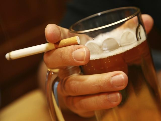 Категорически запрещено употреблять алкоголь или курить