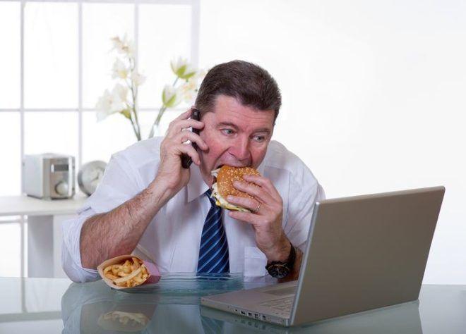 Неправильное питание так же влечет за собой тяжесть в желудке