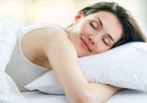Обеспечивать полноценный сон для профилактики грыжи пищевода