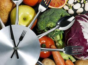 При лечении изжоги важно правильно организовать прием пищи