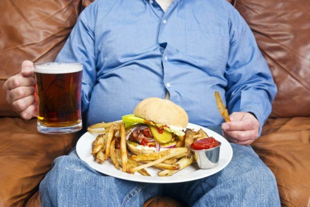 Регулярное употребление фастфуда влечет за собой тяжесть в желудке