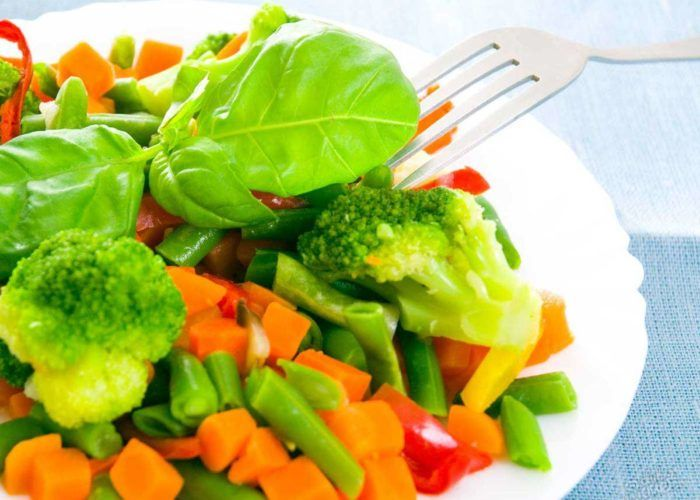 Употреблять в пищу вареные, запеченные или приготовленные на пару продукты