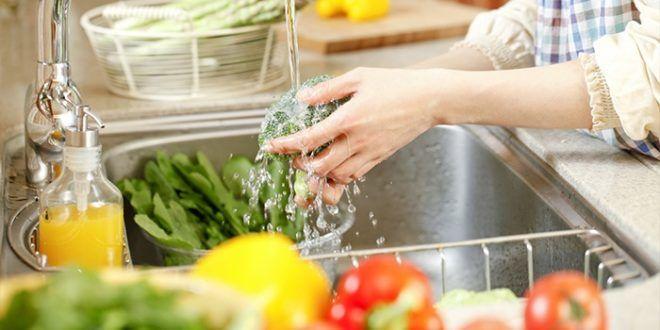 Вирус попадает через загрязненные продукты питания