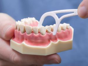 Зубные протезы могут вызывать металлический привкус во рту